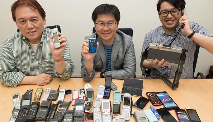 「auケータイ図鑑」で石野・石川・法林が携帯電話30年の歴史を振り返る 第1回