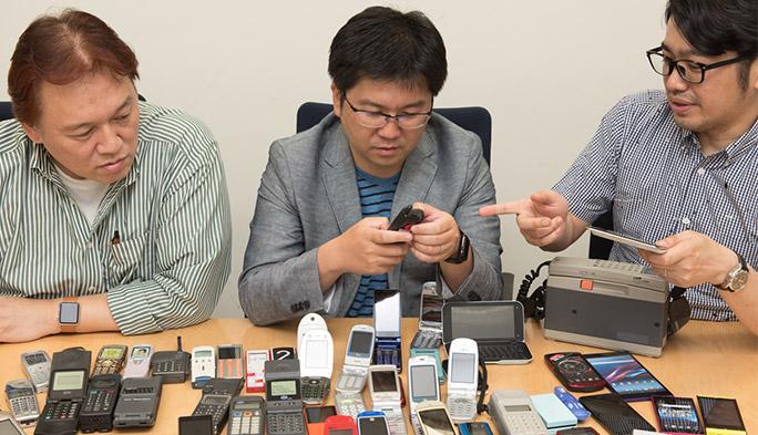 「auケータイ図鑑」で石野・石川・法林が携帯電話30年の歴史を振り返る 第3回