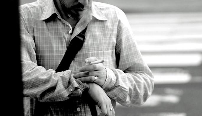 「吸いたいリズム」に合わせてニコチンを投与する、ウエアラブル禁煙
