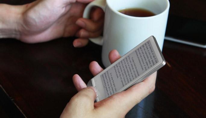 iPhone 6の背面がサブスクリーンに! 電子ペーパーを採用した革新的なiPhoneケースが登場