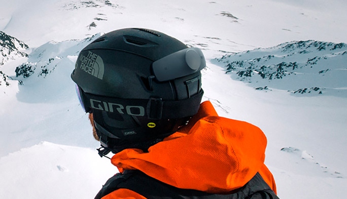 雪山の新常識!? スキーしながらハンズフリーで通話や音楽を楽しめるヘッドセットが登場!!