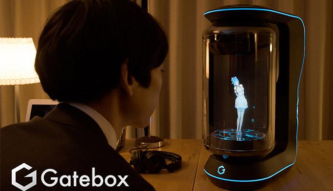 女の子のキャラクターと一緒に暮らせるバーチャルホームロボット『Gatebox』の登場で、僕たちの生活はどう変わる?