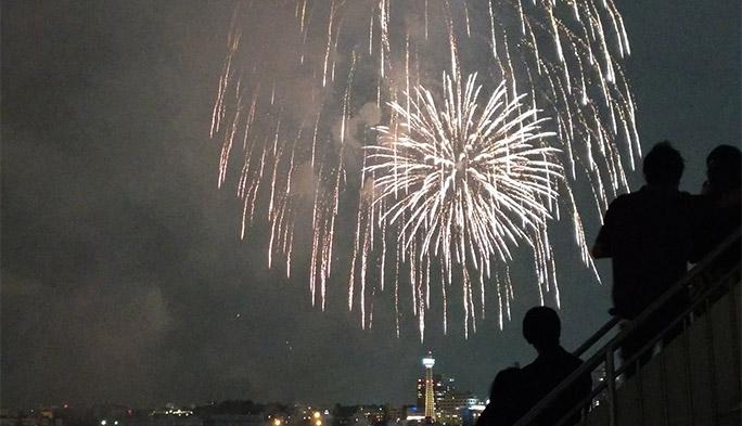 【TSスマホカメラ部 特別編】夏の花火をスマホで超絶綺麗に撮るテクとは?