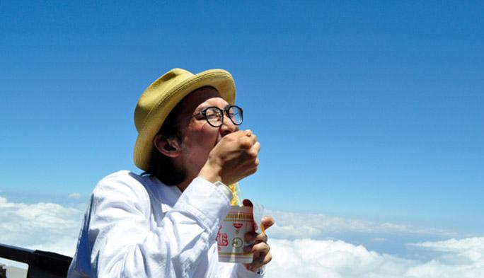 富士山頂でもauがつながる! 「上司にバレないよう富士登山してみた」