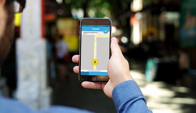 遠回りでも安全に! 明るい夜道をナビゲーションするアプリ