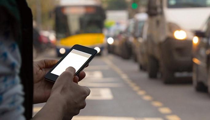 信じられるのは人間の目 バスを改造せずにスマホ乗車券を導入したTransITの仕掛け