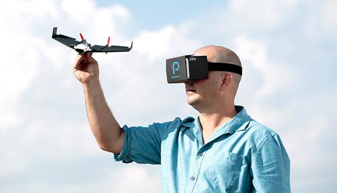 【世界のドローン21】紙飛行機ドローンで、VRなパイロット体験を