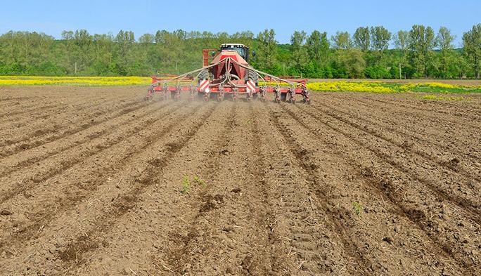 進む農業のIT化。iPadでコントロールできるWi-Fi対応精密種まき機