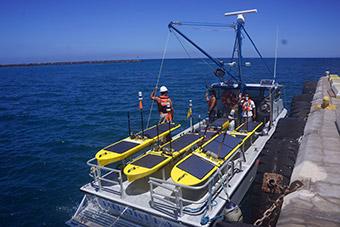 【世界のドローン33】1年間、泳ぎ続ける海中探索ロボット「Wave Glider」