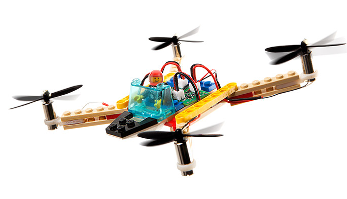 【世界のドローン40】世界中で話題に! レゴで自在に作れるドローンキット「Flybrix」が登場!!