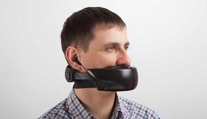 物理的に口をふさぐという新発想。通話中の声が漏れないマスク型デバイス「Hushme」