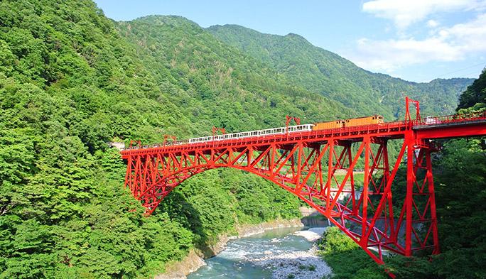 日本一深いV字峡を擁する黒部峡谷に、電波を届ける仕組みとは?