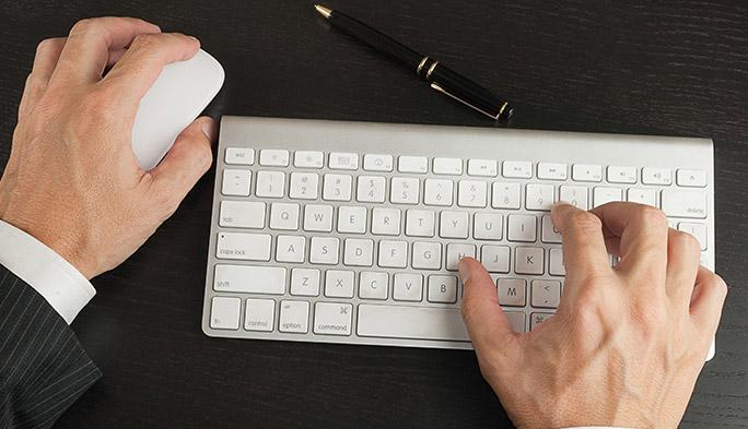 ペアリングされたマウスとキーボード