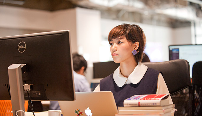 """【ネット系女子!】""""引きこもり""""から、人気UIデザイナーに/灰色ハイジさん"""