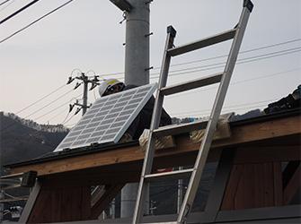auの取扱説明書を回収して、釜石市のバス停にソーラーパネルとLED電灯を。KDDIの復興支援と森林保全への取り組み