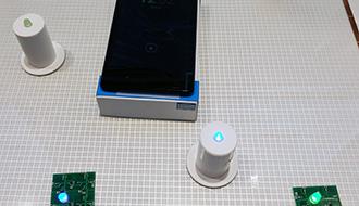 充電と通信が同時にできる「スマートデスク」を実現するシート