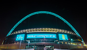 サッカーの聖地、ウェンブリースタジアムがモバイル技術で生まれ変わる