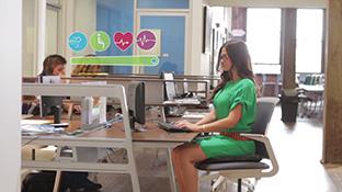 座るだけで腰痛対策!デスクワークでの姿勢を計測してアドバイスしてくれる腰痛対策クッション