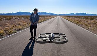 【世界のドローン1】空飛ぶ情報デバイス・ドローンが人気の理由
