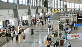 早く通過できる列が一目瞭然に Wi-Fiで空港セキュリティーの待ち時間を予測
