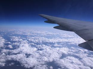 どこまでできる? 9月から旅客機でのスマートフォンの使用が一部解禁!