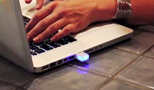 オシャレに光ってメールを通知! USBポート差し込みライト「Blink(1)」