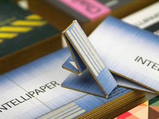 データを保存できる次世代の名刺 USB付き名刺「swivelCard(スウィベルカード)」