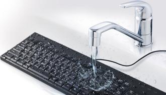 ポテチを食べながらPC作業する人、注目! 丸洗いできるキーボード発売