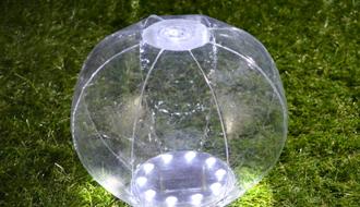 これまでのランタンとはひと味違う!「ソーラー充電式の防水LEDランタン・ビーチボール型」とは?