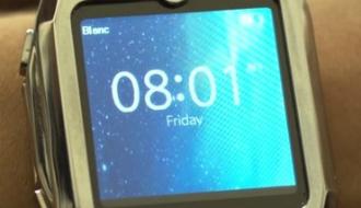 居眠り防止に役立つ! 眠くなると起こしてくれる腕時計『Spark』