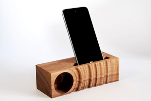 美しい! 水の波紋をかたどった木製iPhone用スピーカー