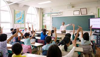 小学校向け『KDDIケータイ教室』レポート ケータイを通して見える広い世界、節度とルールを守り有効活用する