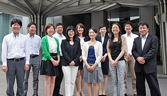 スマートフォンとタブレットの楽しさを伝えたい 関西地区の全auショップで『スマホ・タブレット教室』の開催を目指したKDDIコンシューマ関西支社の取り組み