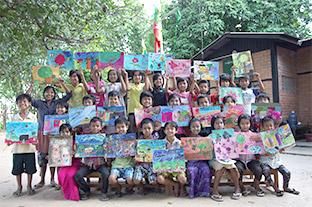 ミャンマーの子どもたちのためにKDDI財団がアートクラスを開催。カンボジアの子どもたちとの絵を通した交流も