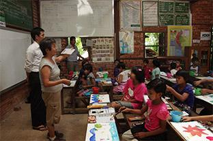 KDDI財団がミャンマーの子どもたちの作品展覧会を開催。カンボジアでは10校目の学校を寄贈