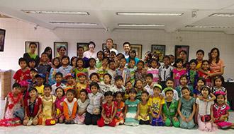 KDDI財団がミャンマーの子どもたちの作品展覧会を開催 カンボジアでは10校目の学校を寄贈